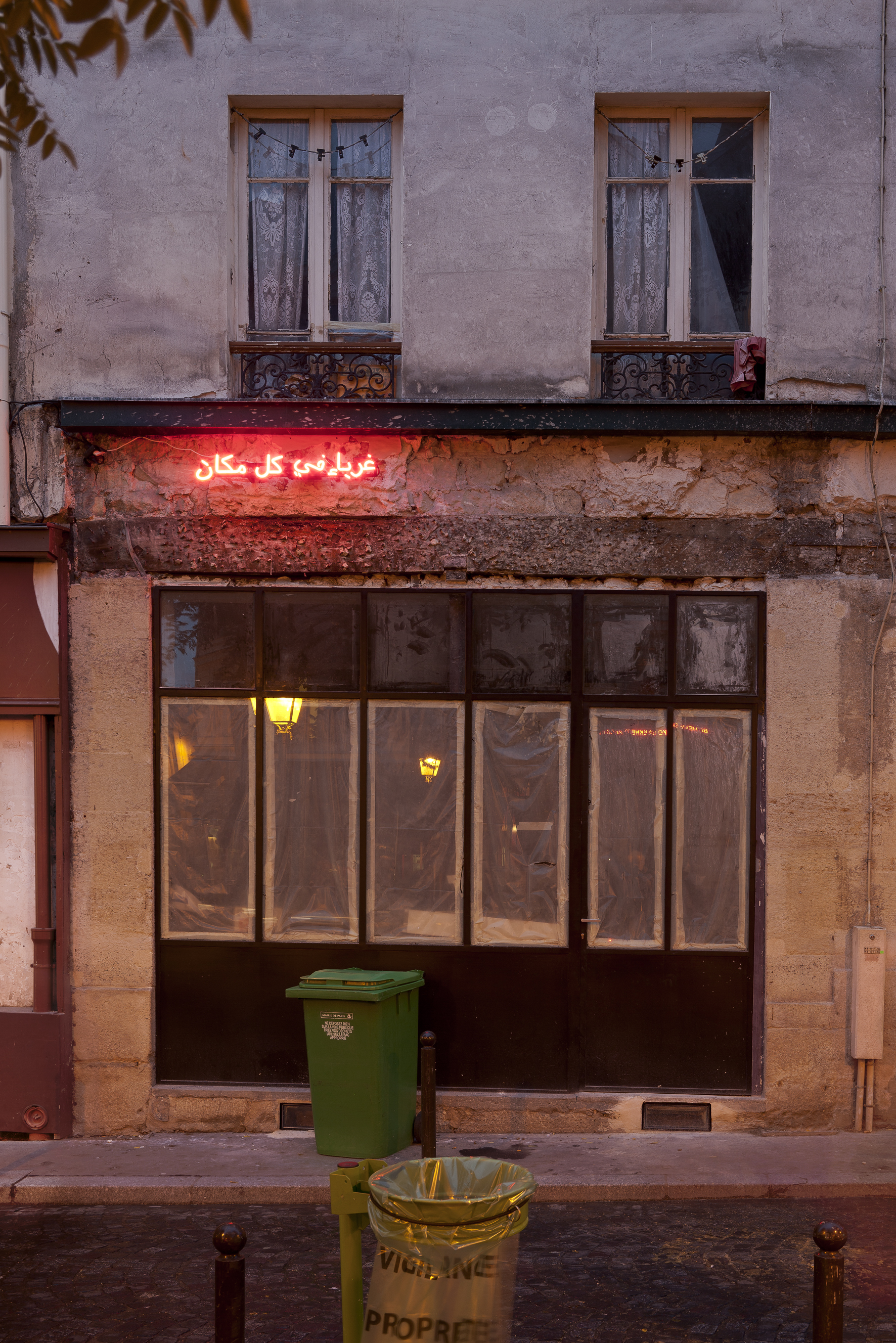 """CLAIRE FONTAINE """"Foreigners Everywhere"""" (Arabic) vue de l'installation QDM dans le quartier Sainte Marthe, Nuit Blanche Octobre 2010.Courtesy the artist http://www.clairefontaine.ws/bio_fr.html"""